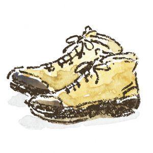 自分の足に合った トレッキングブーツ 初めての登山には自分の足に合った登山靴を。スニーカーは不整地の登山道では滑りやすい。楽しく安全な山登りにするためにも、ぜひ揃えたいアイテム